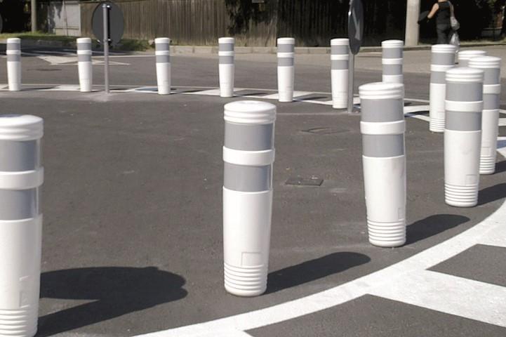Делинеатор NOVA за ограничаване на пътни ленти и кръгови кръстовища