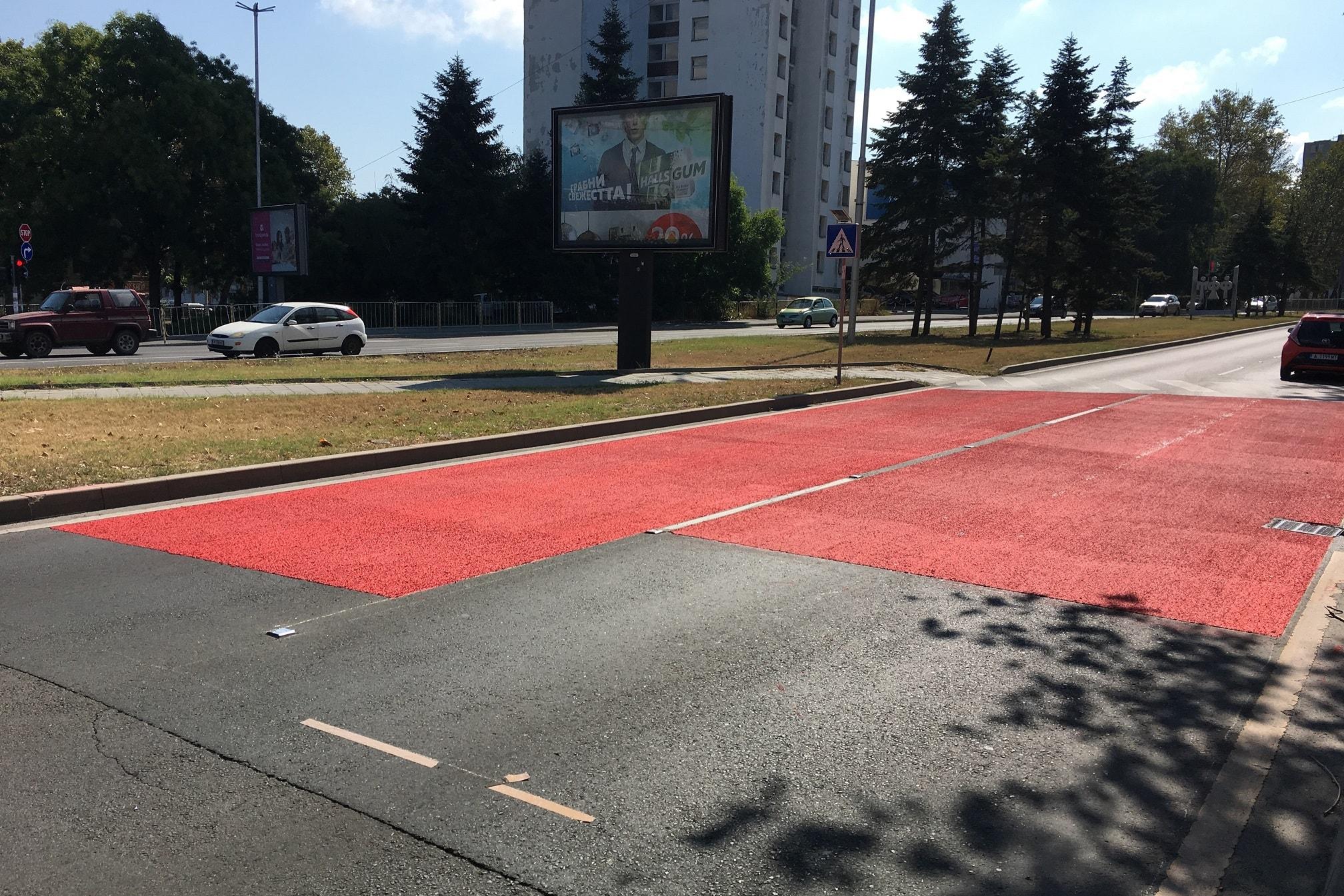 Противохлъзгаема червена пътна маркировка за пешеходна пътека