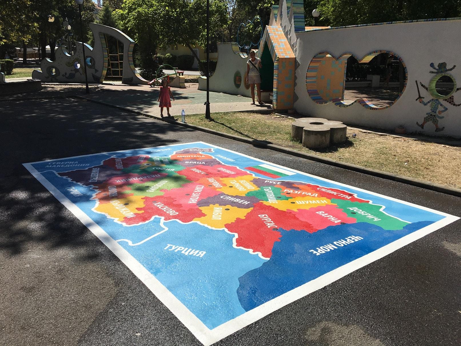 Карта на България от термопластик в Морската градина в Бургас Стената на приказките