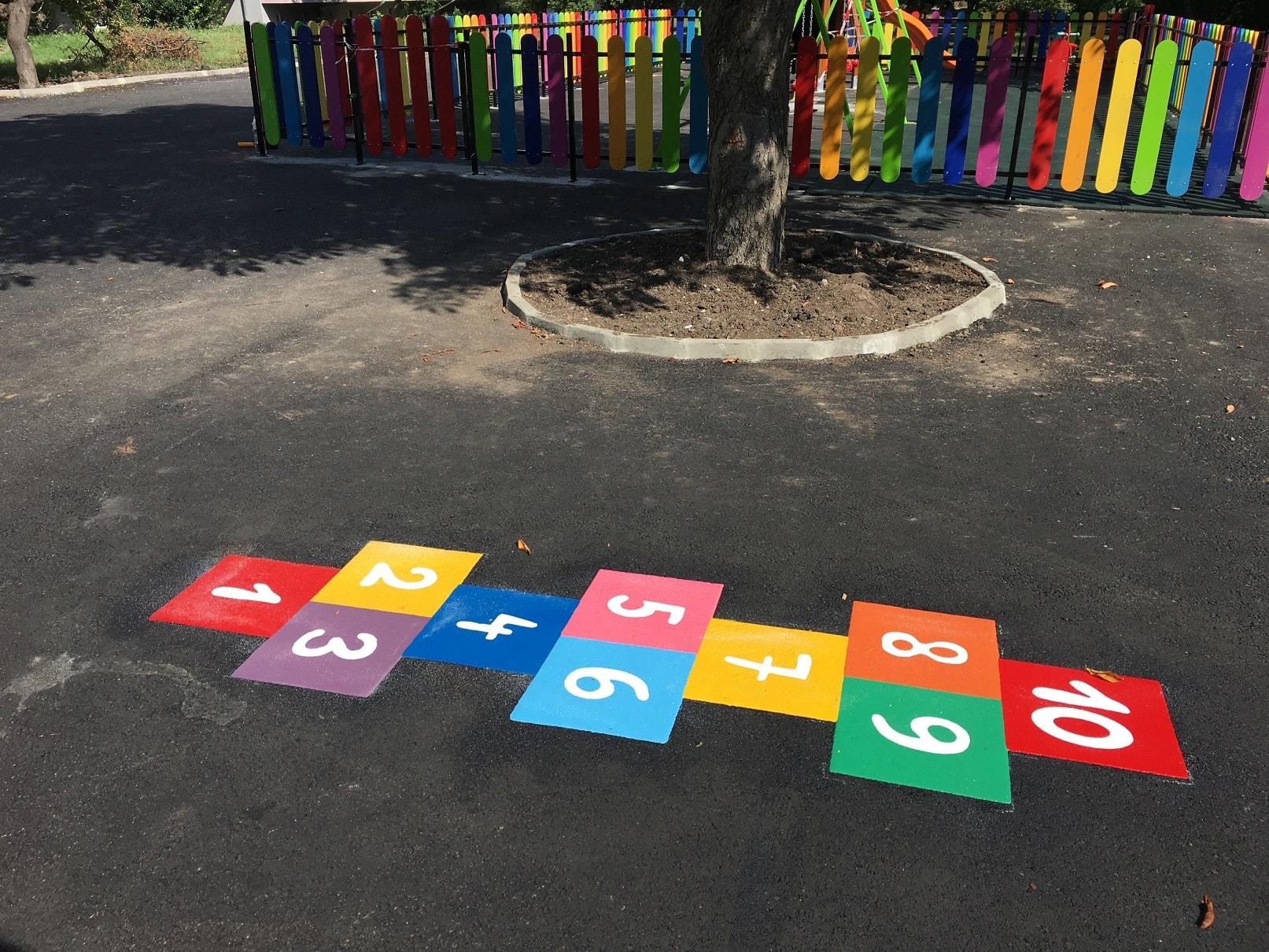 Цветна куцанка игра на дама от термопластик за детски площадки