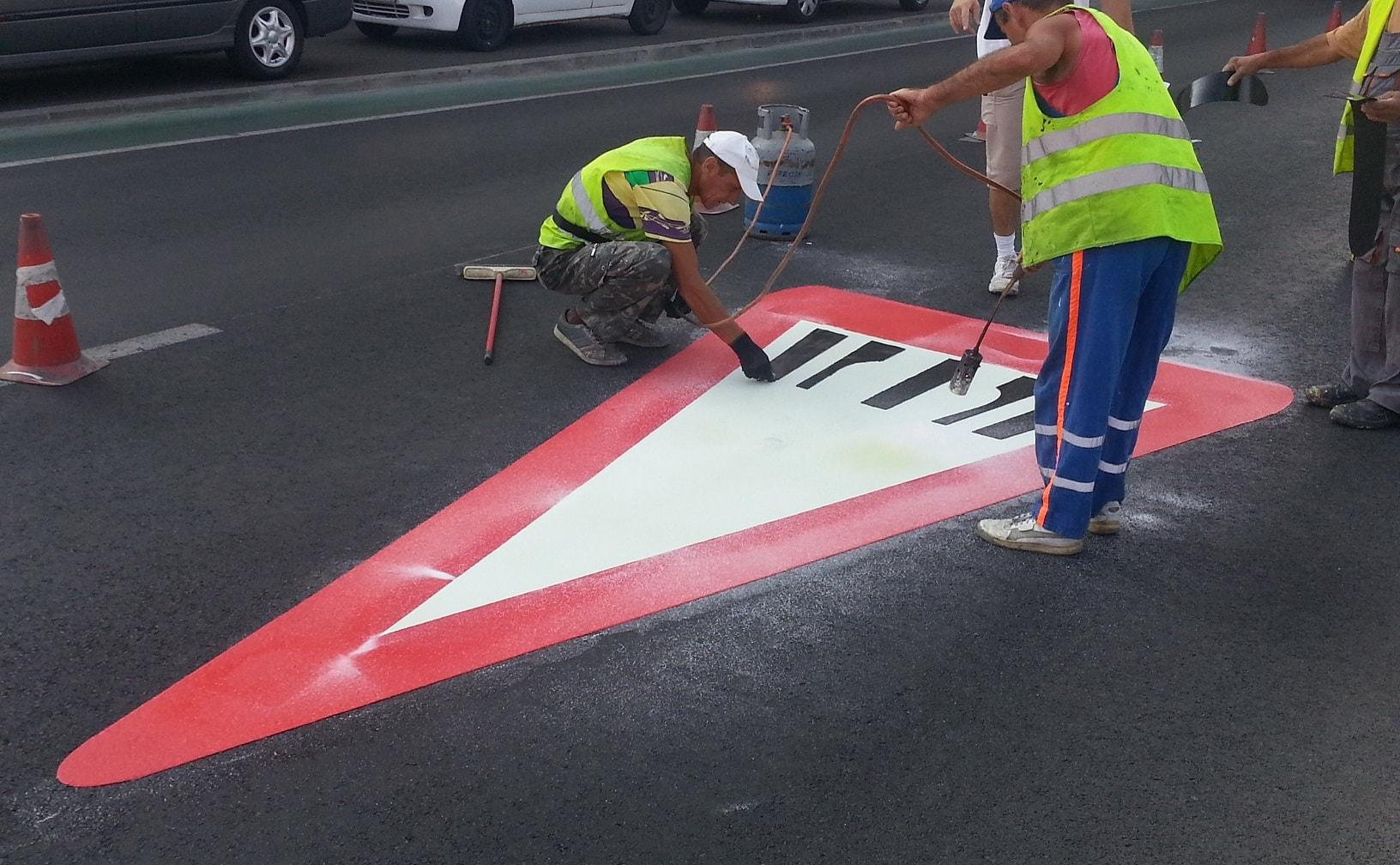 Пътни знаци от термопластик триъгълен пътна маркировка асфалт