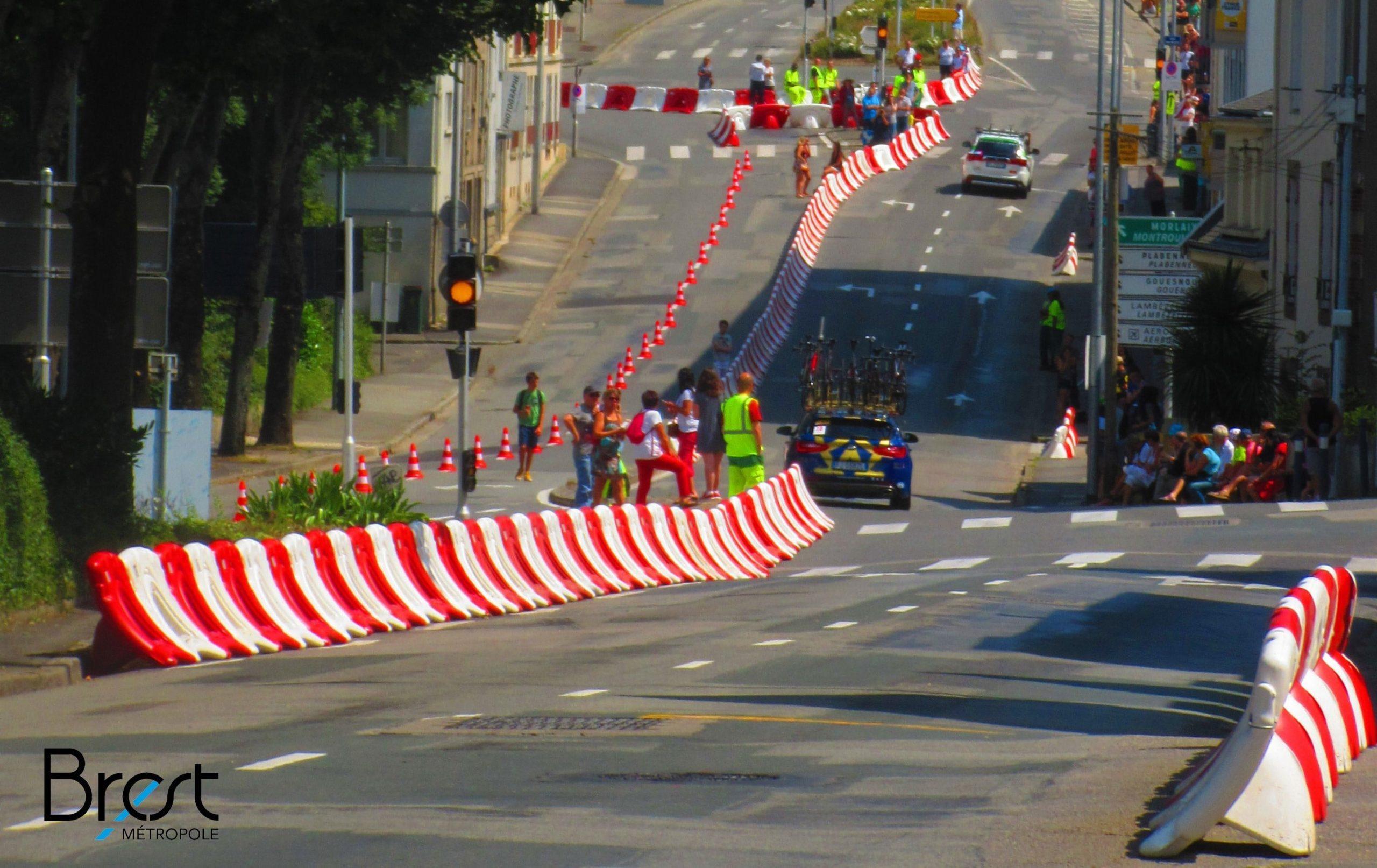 Трафик бариера разделител на движението тип стена спортно събитие в градска среда