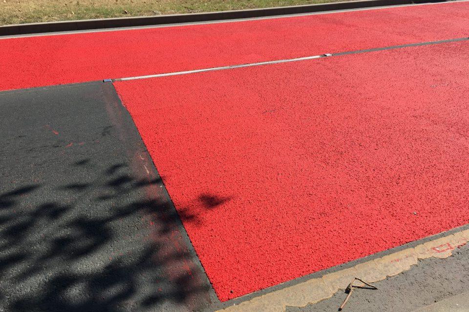 Противохлъзгаема маркировка червена за опасна пешеходна пътека в Бургас