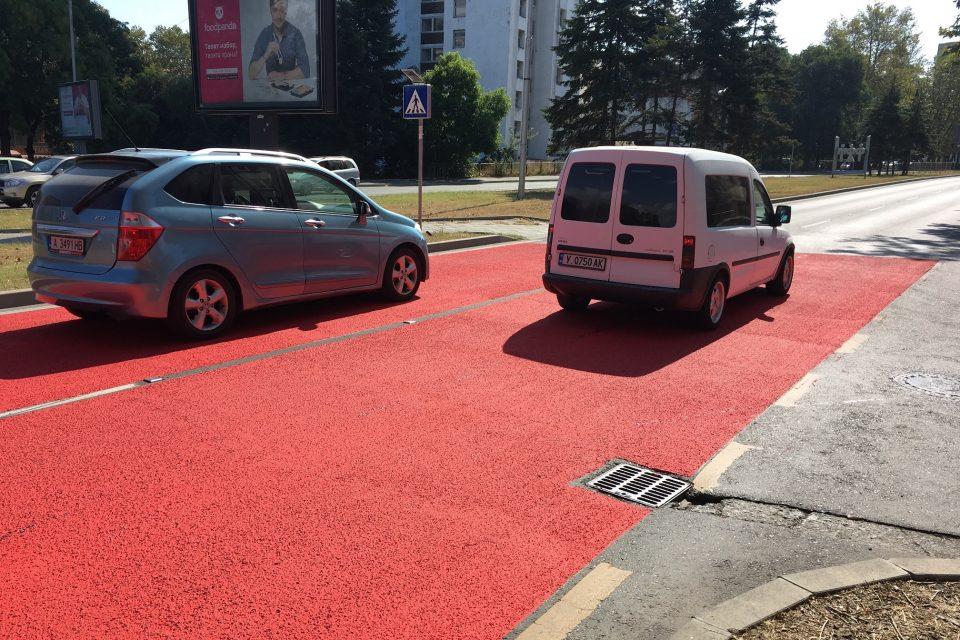 Противохлъзгаема настилка червена пътна маркировка за пешеходна пътека